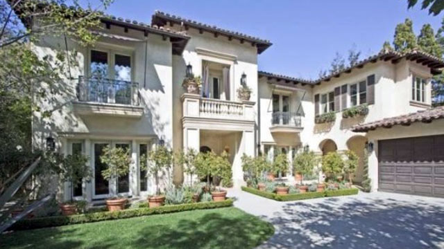 PHOTO: he Studio City home in L.A. that Britney Spears bought in January 2007 for $6.8 million and first listed in September 2008 for $7.9 million may finally have a buyer. Zillow reports the listing has a pending sale for $4.5 million after six price cut