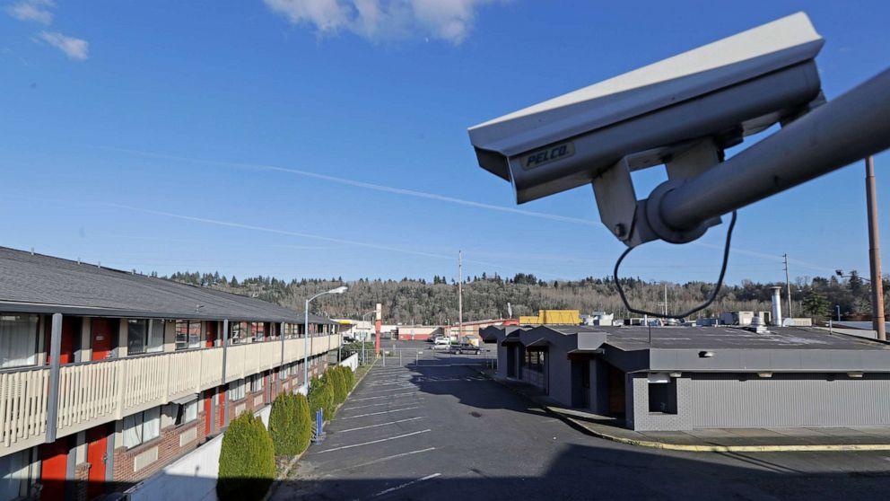 FOTO: Eine Überwachungskamera wird am 4. März 2020 in einem Motel in Kent, Washington, gezeigt.