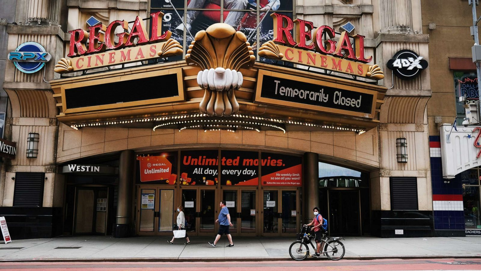 Regal Cinemas to temporarily shutter all US theaters as pandemic rages on - ABC News