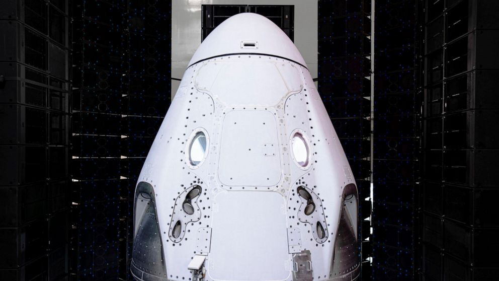SpaceX to sell 4 seats on Crew Dragon to launch private astronauts into orbit
