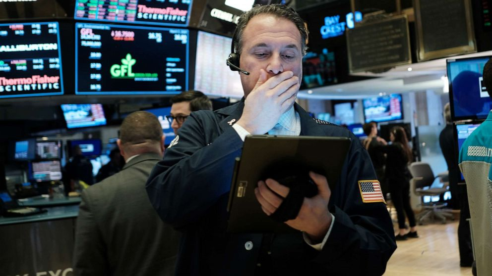 Pasar ayunan karena investor menunggu kabar dari coronavirus bantuan ekonomi