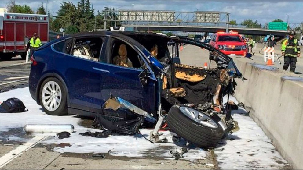 Tesla on autopilot had steered driver towards same barrier before fatal crash, NTSB says