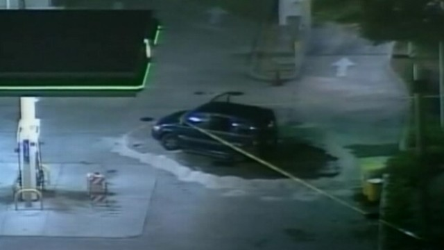VIDEO: Suspects attempting to steal gas flee as Florida police intervene.