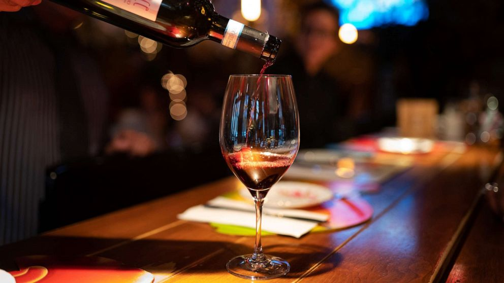 Wein, der Verbrauch sinkt zum 1. mal in 25 Jahren als Spike seltzer Vertrieb skyrocket