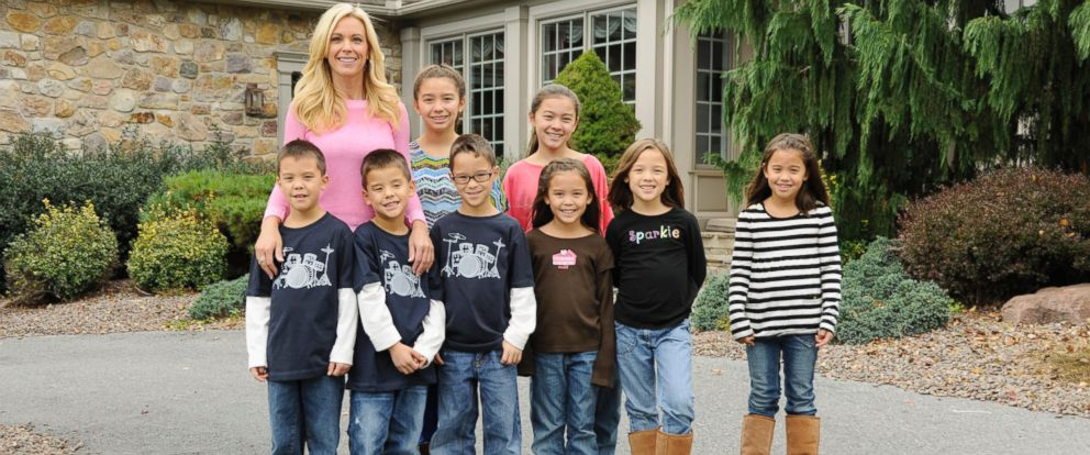"PHOTO: Kate Gosselin with her eight children on an episode of ""Celebrity Wife Swap"" that aired Feb. 26, 2013."