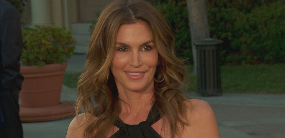 VIDEO: Cindy Crawford announces her retirement from modeling.
