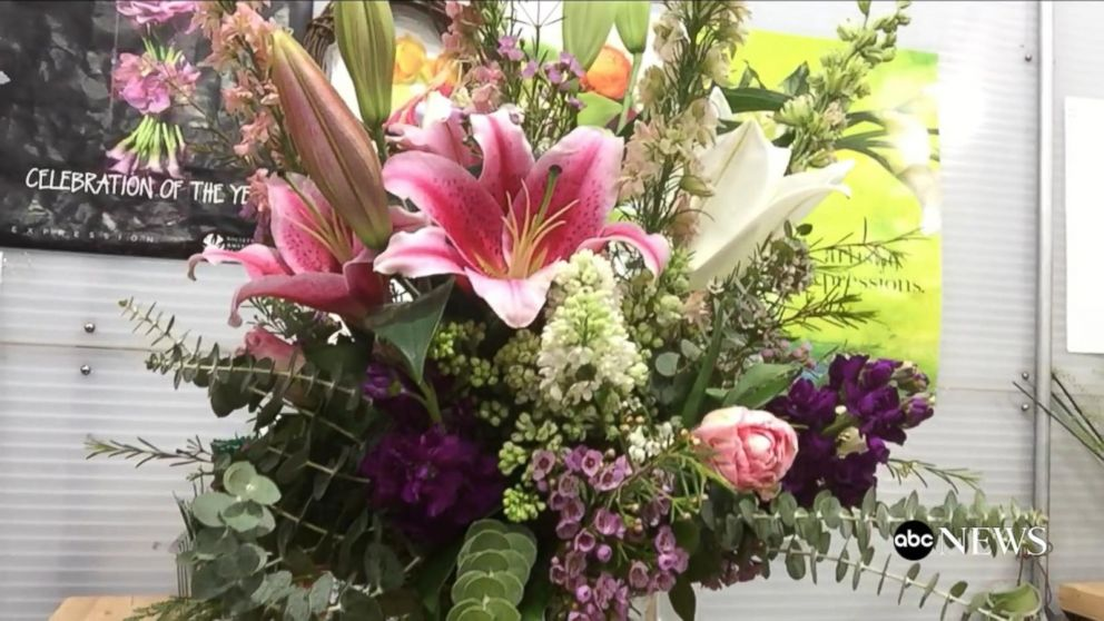Creating the Perfect Bouquet for Mother\'s Day Video - ABC News