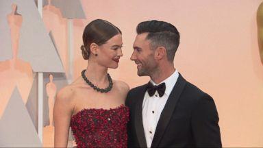 Maroon 5 guy dating victorias secret model
