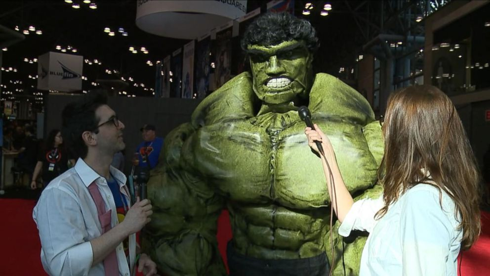 buffering  sc 1 st  ABC News & Aquaman Loki and The Hulk Battle for Best Costume of Comic-Con ...