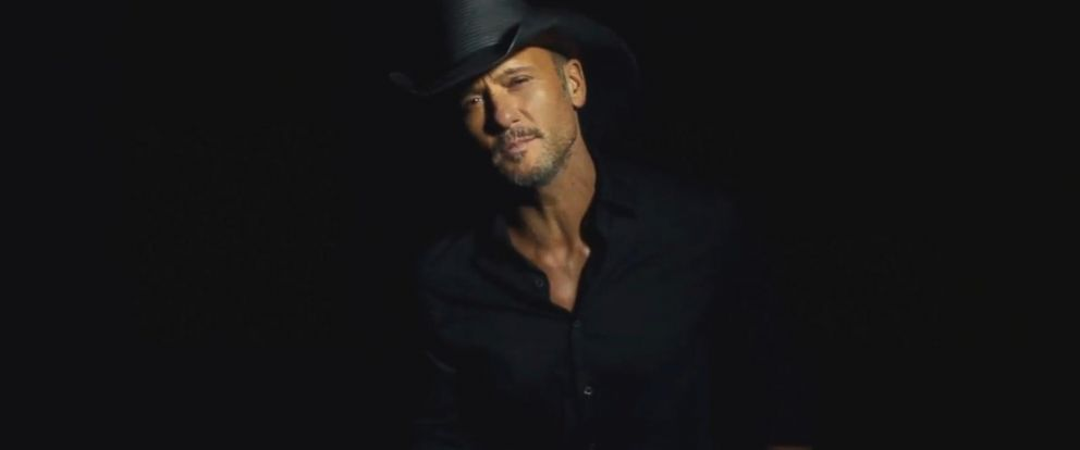 VIDEO: Country music star Tim McGraw gave fans in Ireland a big scare on Sunday after he collapsed on stage.