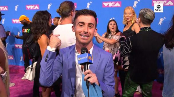 Live from the VMA red carpet