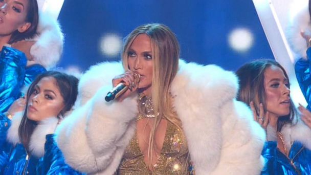 Women rule at Video Music Awards
