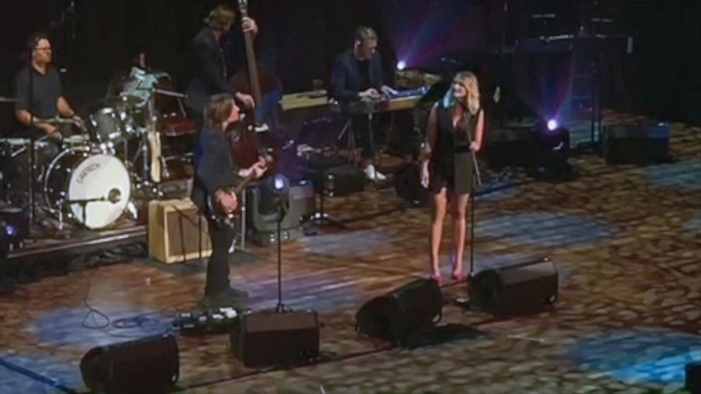 Miranda Lambert and Keith Urban duet on 'The House That Built Me'