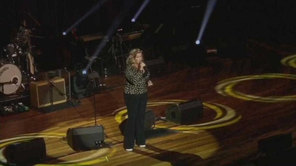 Trisha Yearwood sings Frank Sinatra at the Ryman