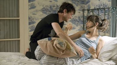 'PHOTO: Joseph Gordon-Levitt and Zooey Deschanel in a scene from' from the web at 'https://s.abcnews.com/images/Entertainment/500-days-summer-ht-jef-180213_2_16x9t_384.jpg'