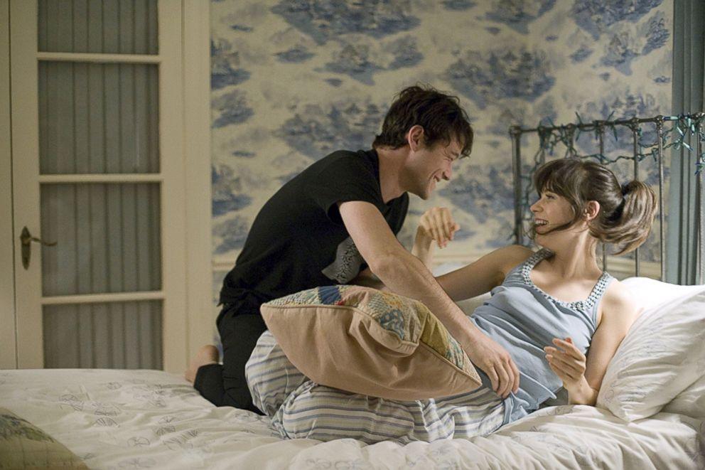PHOTO: Joseph Gordon-Levitt and Zooey Deschanel in a scene from 500 Days of Summer.
