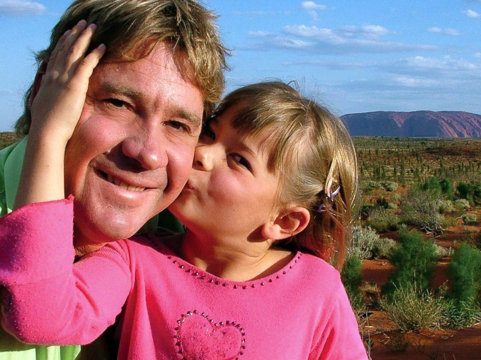 PHOTO: Steve Irwin poses with his daughter Bindi Irwin October 2, 2006 in Uluru, Australia.