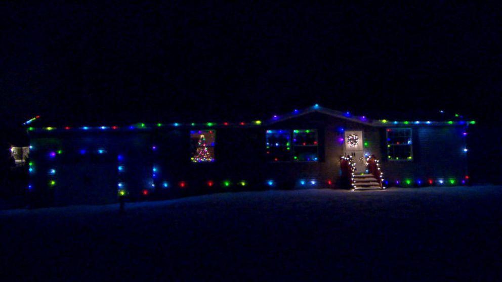 Ohio Man Lets Strangers Control Holiday Lights - Ohio Man Lets The Internet Control His Home's Christmas Lights - ABC