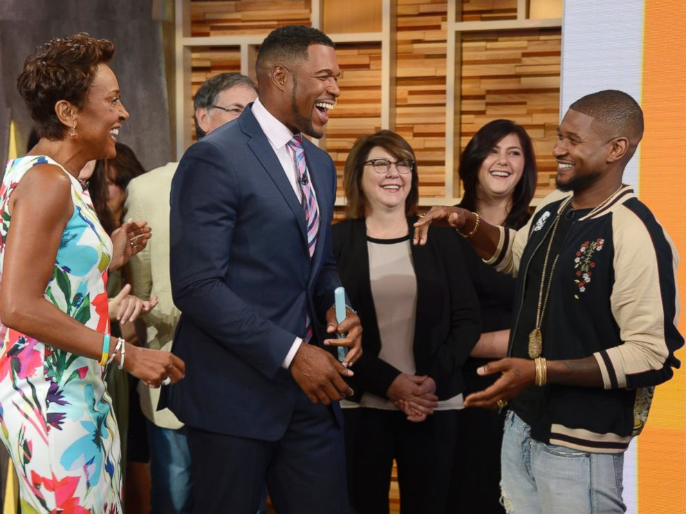 PHOTO:Michael Strahan brings best friend Usher to his first full-time day at GMA.
