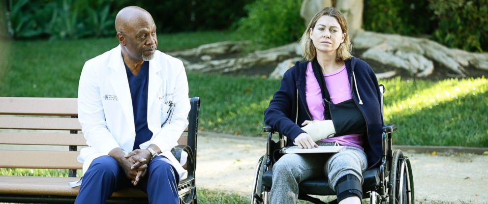 """PHOTO: Ellen Pompeo, right, and James Pickens Jr. are pictured in Greys Anatomy episode: """"The Sound of Silence"""" on Feb. 11, 2016."""