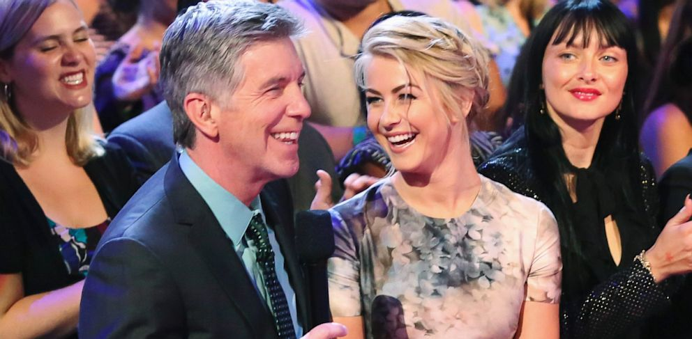 """PHOTO: Tom Bergeron talks to Julianne Hough on """"Dancing With The Stars,"""" Sept. 23, 2013."""
