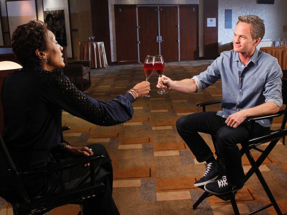 PHOTO: Robin Roberts interviews 2015 Oscars host Neil Patrick Harris on Feb. 19, 2015.