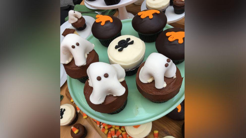 Dark Chocolate Halloween Cupcakes The Sprinkles Baking Book