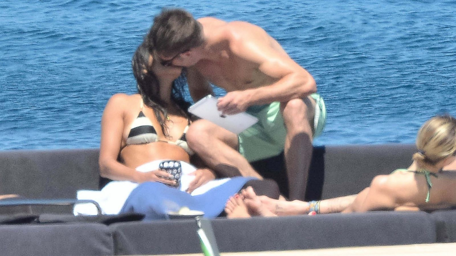 See Zac Efron And Michelle Rodriguez Kiss On A Boat In Italy Abc News