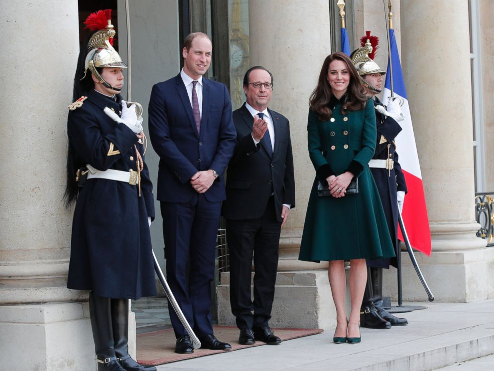 PHOTO: French President Francois Hollande, center, welcomes Prince William with Kate, Duchess of Cambridge at the Elysee Palace in Paris, March 17, 2017.