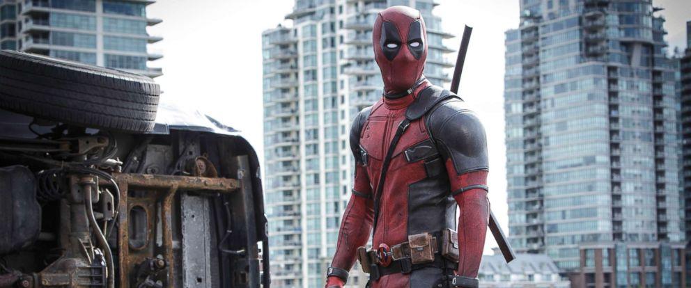 "PHOTO: Ryan Reynolds as Deadpool in Twentieth Century Foxs ""Deadpool."""