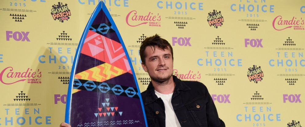 """PHOTO: Josh Hutcherson poses in the press room with the award for choice movie actor: sci-fi/fantasy for """"The Hunger Games: Mockingjay-Part 1"""" at the Teen Choice Awards at the Galen Center, Aug. 16, 2015, in Los Angeles."""