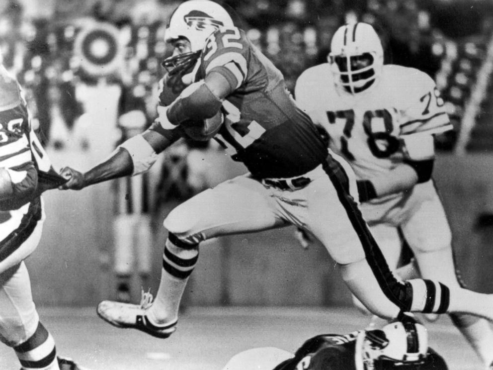PHOTO:Buffalo Bills running back O.J. Simpson during a football game against the Tampa Bay Buccaneers in Buffalo, N.Y., Sept. 3, 1977.