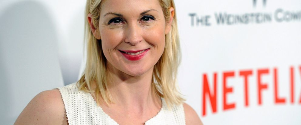 PHOTO: Kelly Rutherford arrives at The Weinstein Company and Netflix Golden Globes afterparty in Beverly Hills, Calif., Jan. 11, 2015.