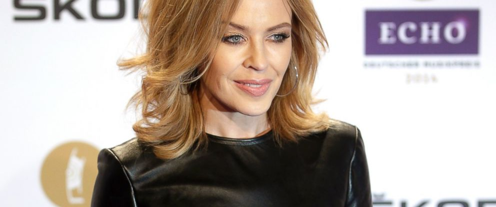 PHOTO: Kylie Minogue poses for photographers as she arrives at the Echo 2014 music awards show in Berlin, March 27, 2014.