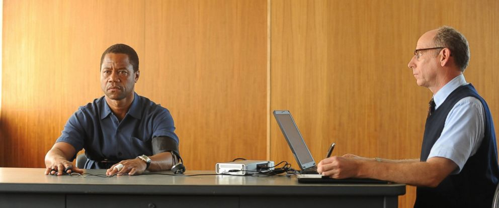 """PHOTO: Cuba Gooding Jr. portrays O.J. Simpson, left, in a scene from """"The People v. O.J. Simpson: American Crime Story,"""" a 10-part series that debuted Feb. 2, 2016 on Fox."""