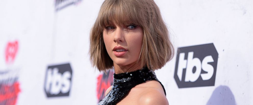 PHOTO: Taylor Swift arrives at the iHeartRadio Music Awards at The Forum in Inglewood, Calif., April 3, 2016.