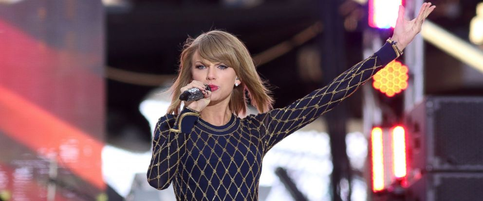 """PHOTO: Taylor Swift performs on ABCs """"Good Morning America"""" in Times Square, Oct. 30, 2014"""