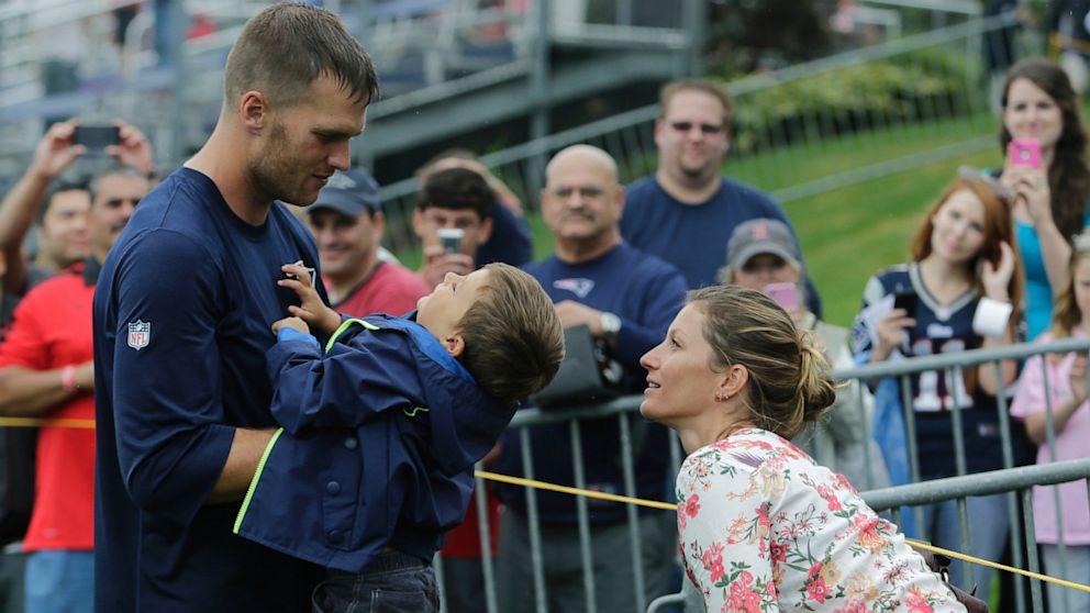Tom Brady, Gisele Bündchen with Son | Most Photogenic Family