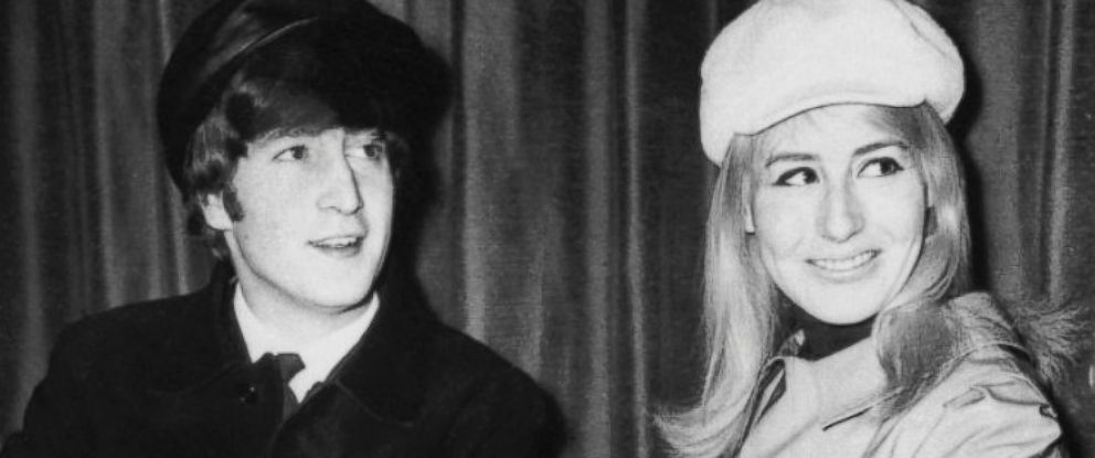 PHOTO John Lennon Left And His Wife Cynthia A Former Art Student