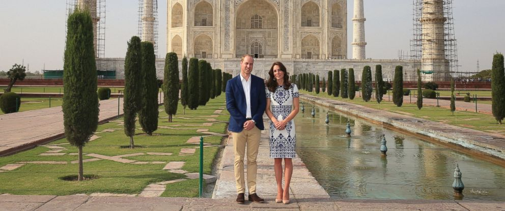 PHOTO: Prince William, Duke of Cambridge and Catherine, Duchess of Cambridge pose in front of the Taj Mahal on April 16, 2016 in Agra, India.