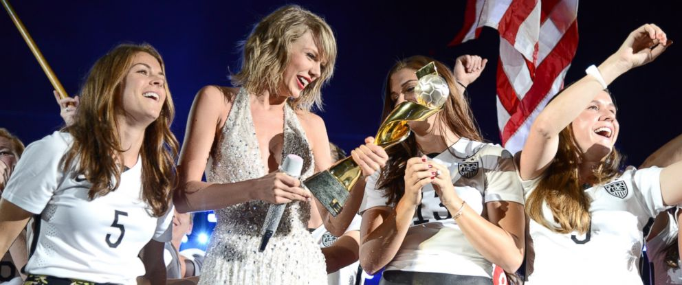 PHOTO: The World Cup champion U.S. womens national team and Taylor Swift onstage during The 1989 World Tour Live at MetLife Stadium on July 10, 2015, in East Rutherford, New Jersey.