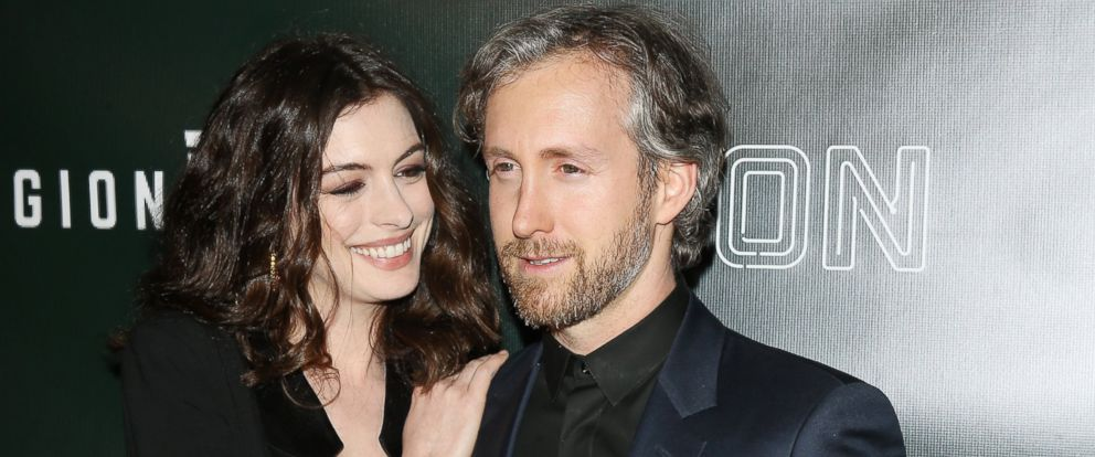 "PHOTO: Anne Hathaway with husand Adam Shulman arrive at the Los Angeles premiere of Neons ""Colossal"" held at the Vista Theatre on April 4, 2017 in Los Angeles, California."