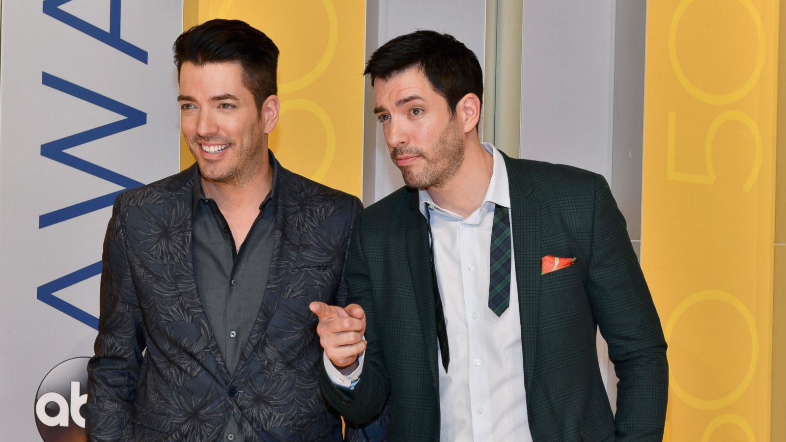 Property Brothers Stars Drew And Jonathan Scott Open Up About Romance Settling Down Abc News