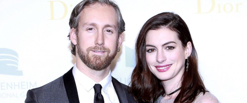 PHOTO: Adam Shulman and Anne Hathaway attend the 2016 Guggenheim International Gala at Solomon R. Guggenheim Museum, Nov. 17, 2016, in New York City.