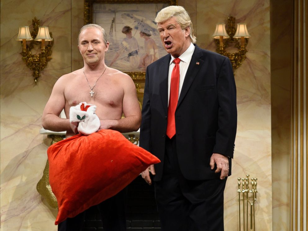 PHOTO: Beck Bennett as Russian President Vladimir Putin and Alec Baldwin as Donald Trump during the Donald Trump Christmas Cold Open sketch on December 17, 2016.