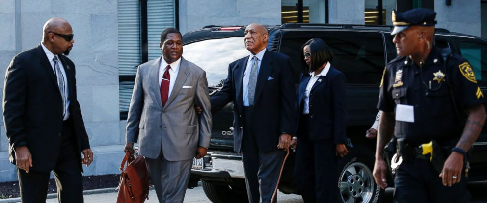 PHOTO: Comedian Bill Cosby, center, arrives at the Montgomery County courthouse for a trial hearings in the sexual assault case against him in Norristown, Pennsylvania, Nov. 1, 2016.