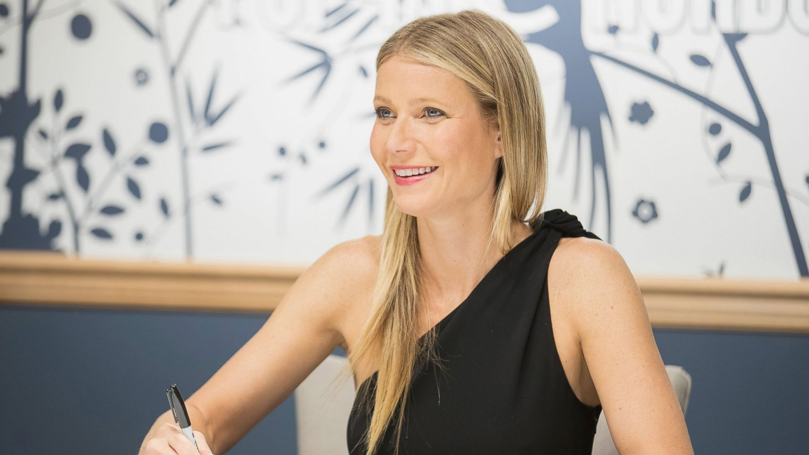 Discussion on this topic: News: Gwyneth's Growing Beauty Empire Breaking Down , news-gwyneths-growing-beauty-empire-breaking-down/