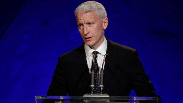 PHOTO: Host Anderson Cooper speaks at the 3rd annual Sean Penn & Friends HELP HAITI HOME Gala benefiting J/P HRO presented by Giorgio Armani at Montage Beverly Hills, Jan.11, 2014 in Beverly Hills, Calif.