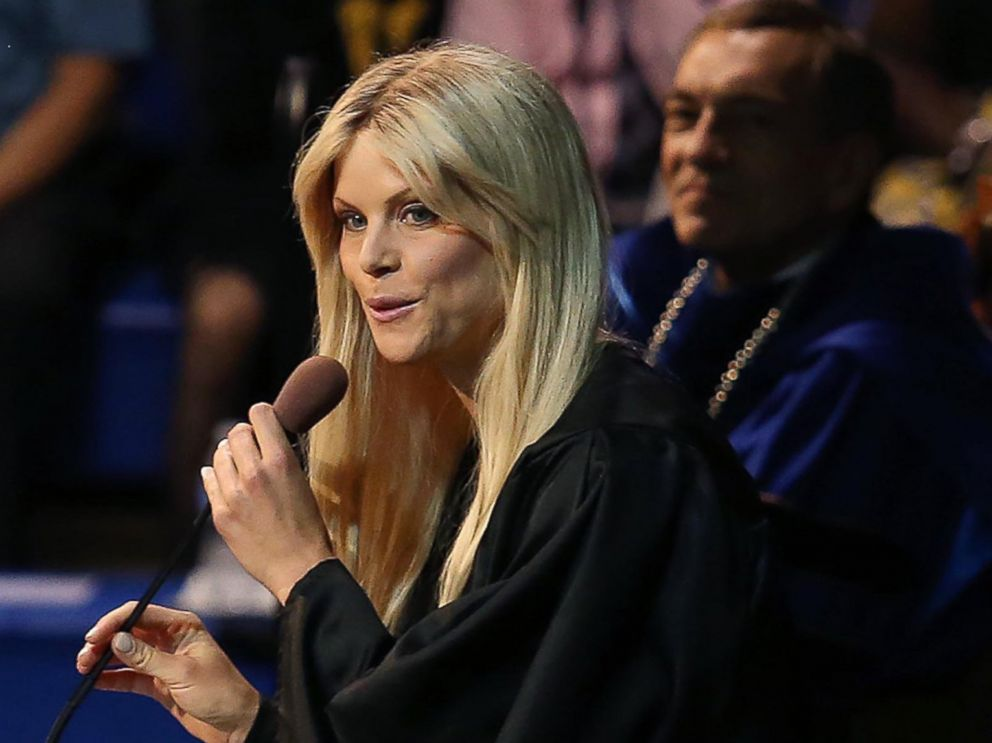 PHOTO: Elin Nordegren speaks during commencement ceremonies at Rollins College in Winter Park, Fla., May 10, 2014.