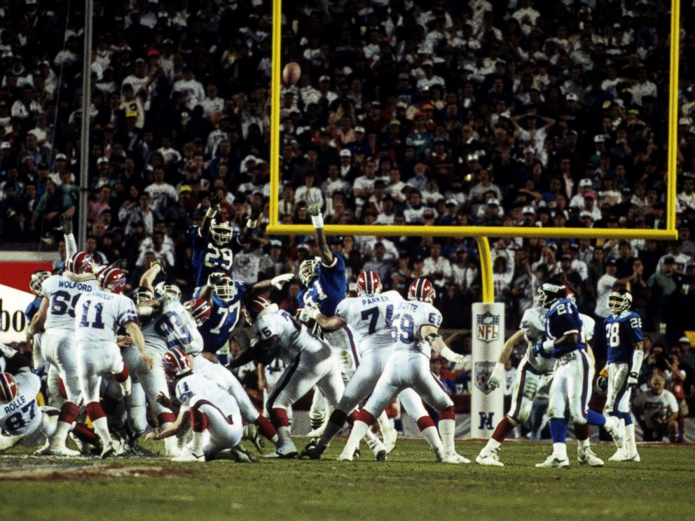 PHOTO: Buffalo Bills kicker Scott Norwood (11) misses his last-second game-winning field goal attempt wide right during Super Bowl XXV, a 20-19 loss to the New York Giants on Jan. 27, 1991, at Tampa Stadium in Tampa, Florida.